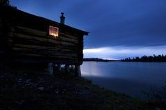Vieille hutte dans l'heure bleue Photo libre de droits