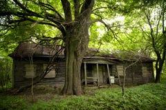 Vieille hutte dans le village d'Eupore Images stock