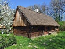 Vieille hutte en bois dans le village Image libre de droits