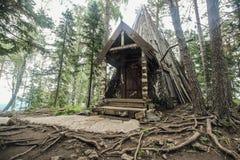 Vieille hutte isolée Image stock