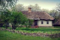 Vieille hutte, Ukraine, images modifiées la tonalité Photos libres de droits