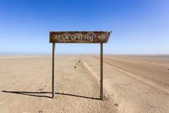 Vieille installation de perceuse d'huile en Namibie photographie stock