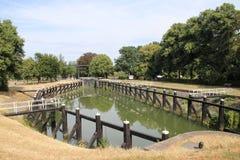 Vieille installation historique d'écluse de rivière IJssel à la ville de Zwolle aux Pays-Bas, de nos jours utilisée comme monumen image libre de droits