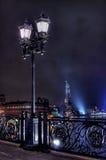 Vieille lanterne sur la passerelle Photographie stock