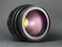 Vieille lentille Objectif d'appareil-photo de photo sur le fond foncé Image libre de droits