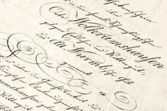Vieille lettre avec le texte manuscrit calligraphique photos stock