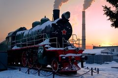 Vieille locomotive à vapeur d'armée rouge photo stock