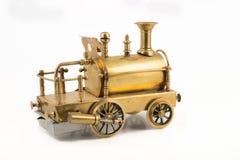 Vieille locomotive à vapeur d'or avec le pare-chocs Photographie stock