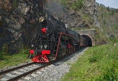 Vieille locomotive à vapeur dans le chemin de fer de Circum-Baikal Image libre de droits