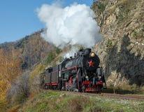 Vieille locomotive à vapeur dans le chemin de fer de Circum-Baikal Images libres de droits