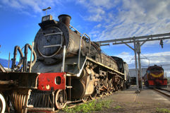 Vieille locomotive de train de vapeur images stock