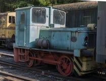 Vieille locomotive rouillée de train au hombourg de trainstation Images libres de droits