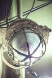Vieille lumière d'ampoule industrielle Photo libre de droits