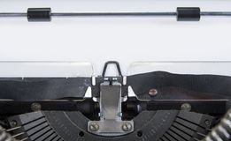 Vieille machine à écrire des années '70 avec l'espace de papier et de copie Photographie stock