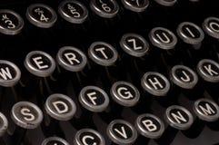 Vieille machine à écrire, texte de date-limite images stock