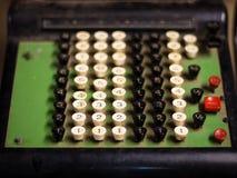 Vieille machine de caisse comptable Images libres de droits