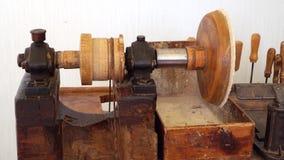 Vieille machine pour le traitement ambre banque de vidéos