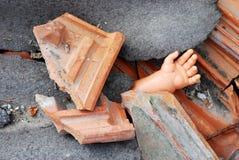 Vieille main abandonnée de poupée Photos stock