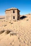Vieille maison abandonnée dans le désert Photo libre de droits