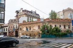 Vieille maison abandonnée dans Podil, Ukraine, Kyiv éditorial 08 03 2017 Photographie stock libre de droits