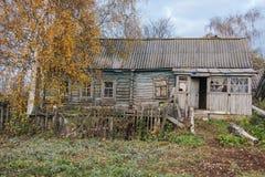 Vieille maison abandonnée et rustique image libre de droits