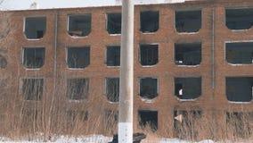 Vieille maison abandonnée sans fenêtres clips vidéos