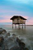 Vieille maison au bord de la mer dans la province de Samutsakorn, centre de Thailan Images stock