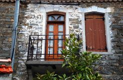 Vieille maison avec le balcon Image stock
