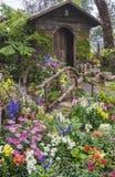 Vieille maison avec le jardin d'agrément Photo libre de droits