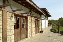 Vieille maison avec les portes en bois Images libres de droits
