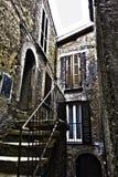 Vieille maison avec un petit escalier Photographie stock libre de droits