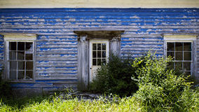 Vieille maison bleue photo stock