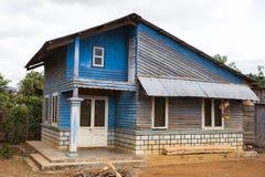 Vieille maison bleue pauvre près de Lat du DA au Vietnam photographie stock