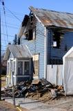 Vieille maison brûlée par Fire Photographie stock