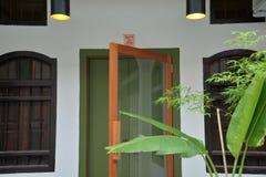 Vieille maison chinoise, restauration de conception, entrée moderne Image libre de droits