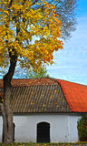 Vieille maison colorée en automne Photographie stock