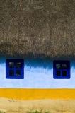 Vieille maison couverte de chaume Photographie stock