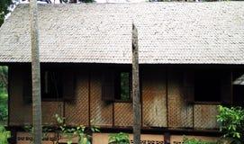 Vieille maison dans la jungle photos stock