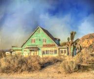 Vieille maison dans le désert Images libres de droits