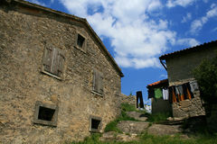 Vieille maison dans le fredonnement dans Istra Images stock