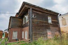 Vieille maison dans une ville fantôme provinciale Photographie stock