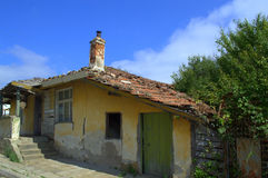 Vieille maison de émiettage Image stock