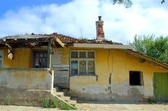 Vieille maison de émiettage Photo stock
