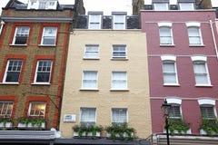 Vieille maison de couleurs dans la rue de James à Londres, R-U Images libres de droits