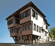 Vieille maison de montant. Maison ancienne traditionnelle. photographie stock