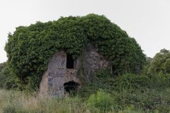 Vieille maison de ruine en plage de Moriani, San Nicolao, Corse, France Photo stock