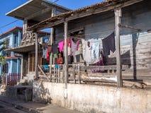 Vieille maison en bois de Baracoa Photo stock