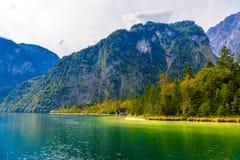Vieille maison en bois de poissons sur le lac Koenigssee, Konigsee, parc national de Berchtesgaden, Bavière, Allemagne image libre de droits
