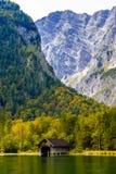 Vieille maison en bois de poissons sur le lac Koenigssee, Konigsee, parc national de Berchtesgaden, Bavi?re, Allemagne photo libre de droits
