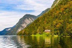 Vieille maison en bois de poissons sur le lac Koenigssee, Konigsee, parc national de Berchtesgaden, Bavi?re, Allemagne photographie stock